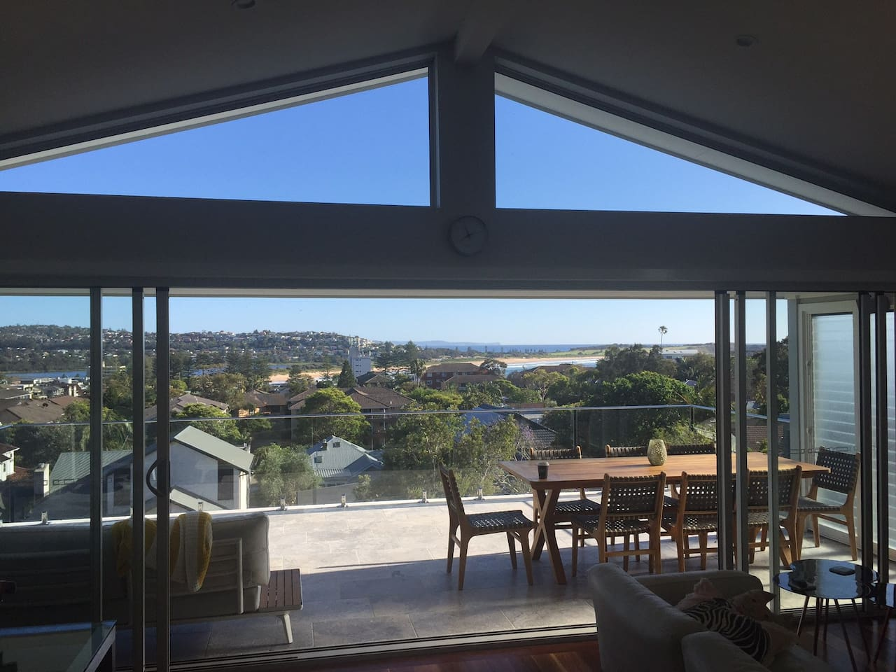 Beautifully renovated beach house with beach outlook and 2 min walk to Dee Why beach, cafes and restaurants