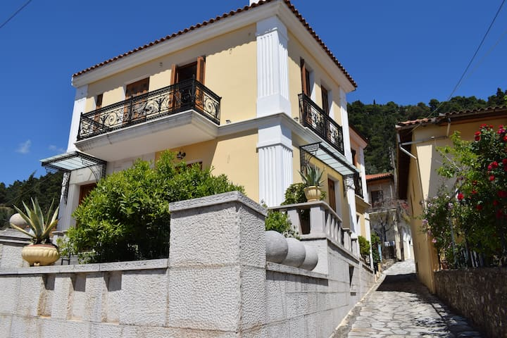 Beautiful traditional apartment in Nafpaktos