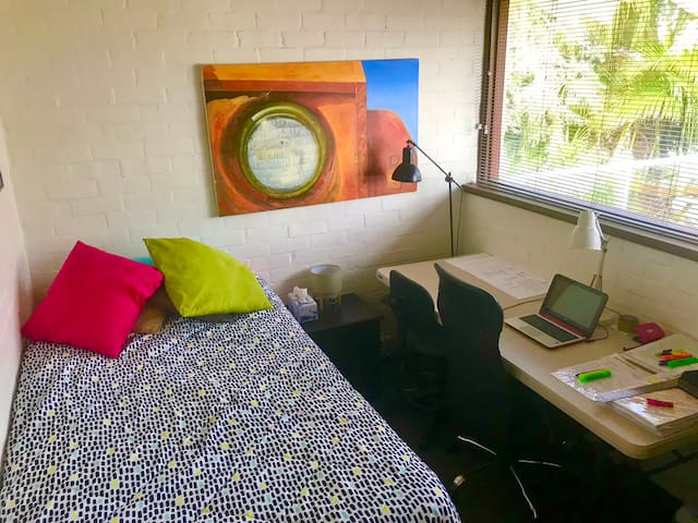 Private Room & Work Space Free WiFi and Parking