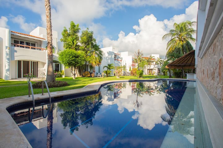 Charming Playacar Villa. 7 mins walk to beach
