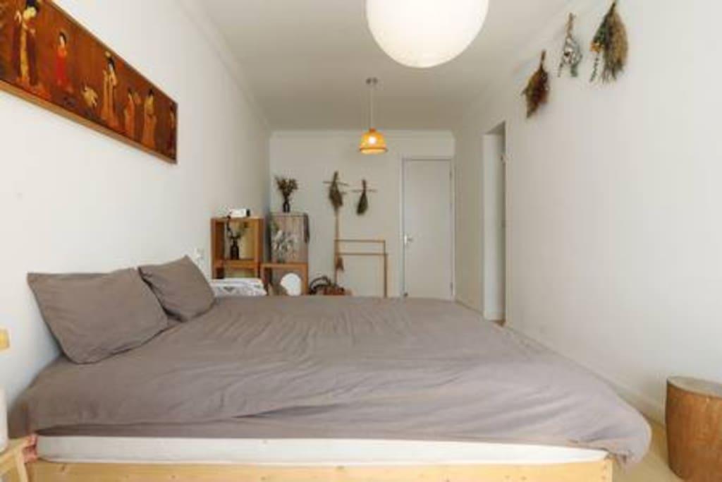 卧室配有1.8米大床