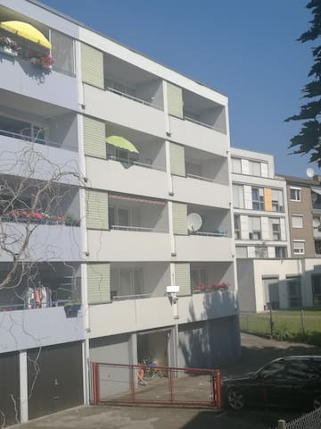 Zentral in St.-Untertürkheim Apartment mit Balkon