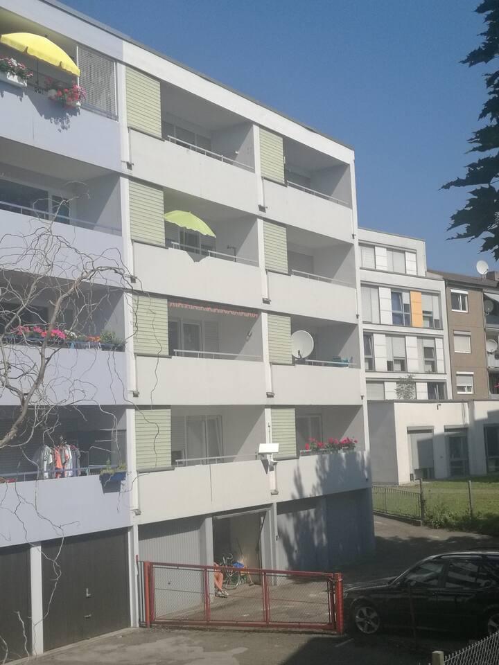 Der mittlere Balkon oben