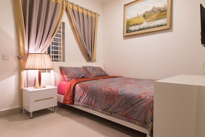 Home stay apartment well furnished at city cente