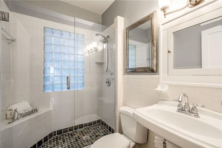 Private Bed / Bath in Walkable Piedmont Park Area