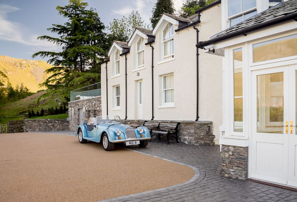A sweeping drive leads up to Waternook