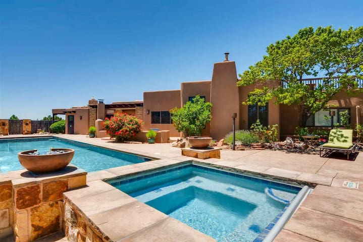 Los Valverde - Exclusive Luxury Home - Unsurpassed Views with Pool and Hot tub!