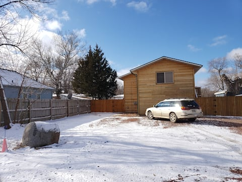 Cozy Cabins 2 bdrm, 3 bed, laundry, fncd pvt yard!