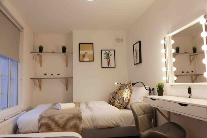 New tripple room in Camden Town, London