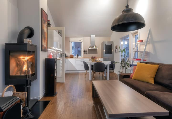 Cozy 2-bedroom apartment by the hospital