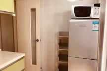 厨房~vivian非常爱干净整洁,每天打扫,油烟机桌面一滴油都摸不出(。ì _ í。)提供客人舒适干净的体验感