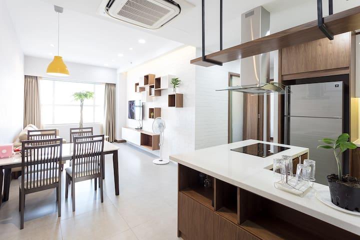 S1) New, super clean 2BR luxury Sunrise City APT