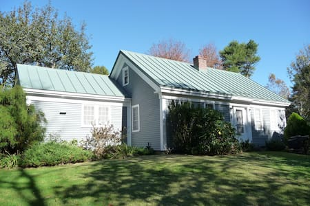 Charming Cottage with fireplace - Harpswell