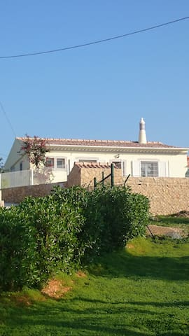 Maison plein pied algarve 10km Faro - Santa Bárbara de Nexe - Huis