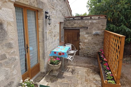 "cosy rural self contained gite ""Chez Summers"""