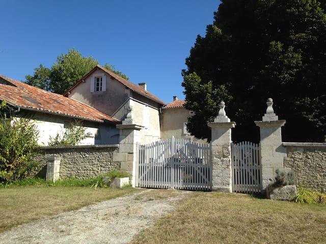 Proche Lusignac, maison familiale au calme