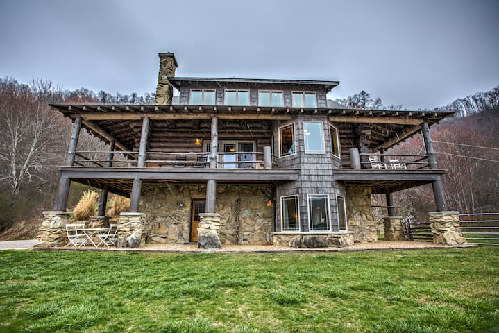 Big Timber; nestled amongst Three Bear Holler; log home, & awesome views!