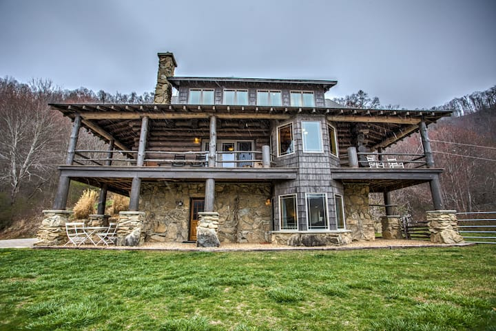 Big Timber; nestled amongst Three Bear Holler; log home, awesome views, mountain privacy.