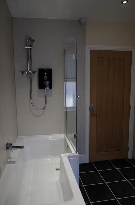 Modern bathroom at the Bakehouse self catering apartment in Rhayader.