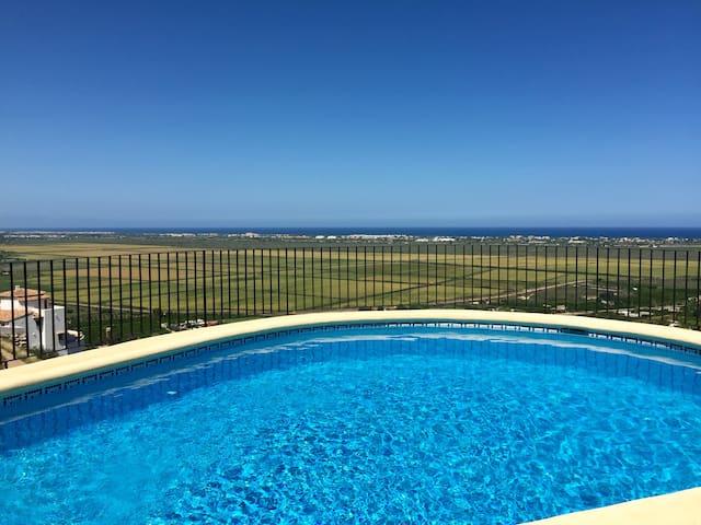 Breath-taking view and bright Villa - Pego - 別墅