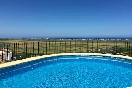 Breath-taking view and bright Villa - Pego - วิลล่า