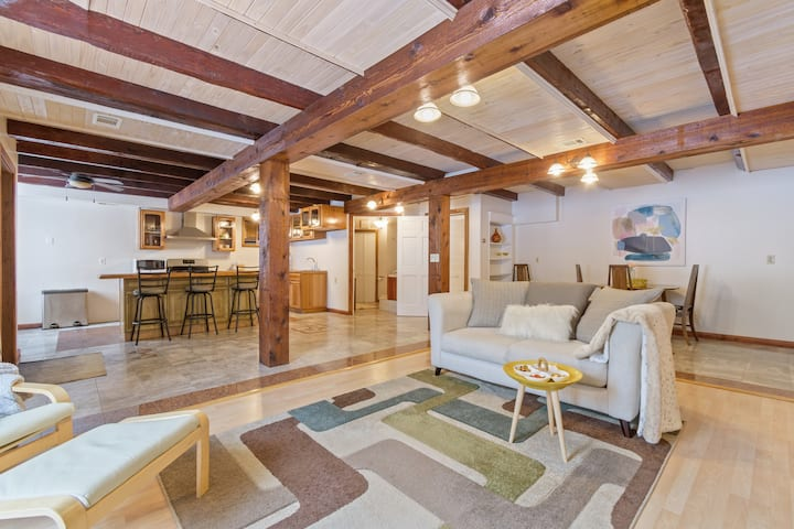 Scandinavian Comfort in Pittsford Barn!