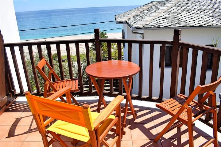 House near the beach in Chorefto