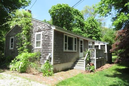 Charming 2 Bedroom Cottage w/Porch  - Jamestown