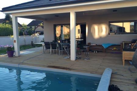 Chambre dans maison avec SDB privée, piscine - Noidans-lès-Vesoul - Ev