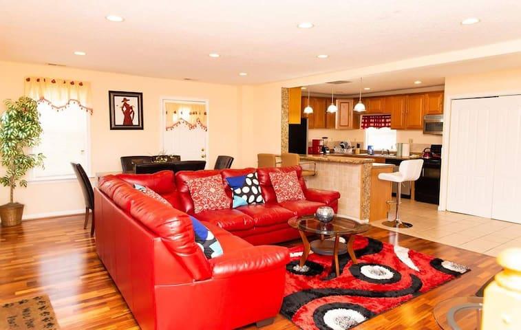 EXOTIC 3 bedroom 3 full bath luxury home(2 level)