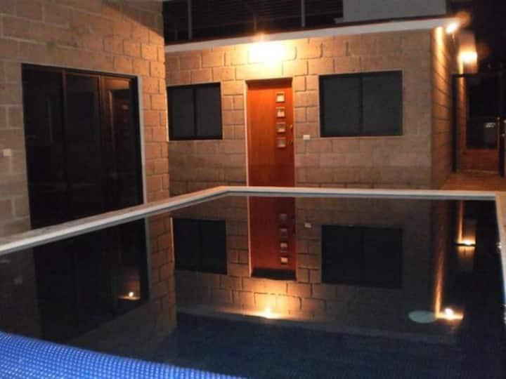 Casa 2 con suites de lujo y alberca privada