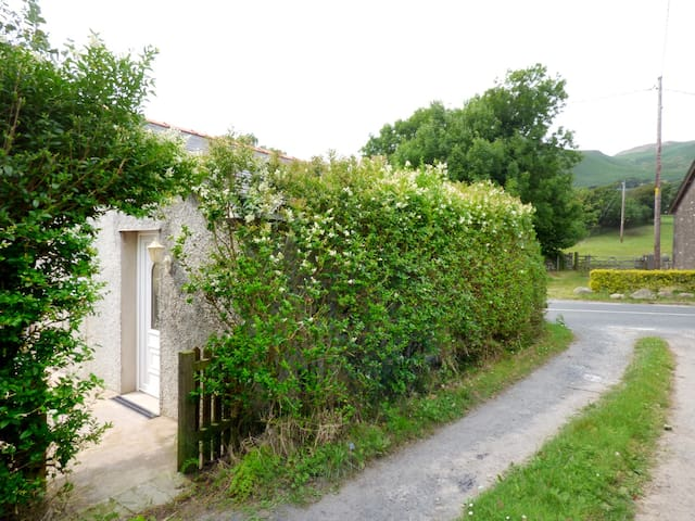HICKORY COTTAGE, with a garden in Silecroft, Ref 962708