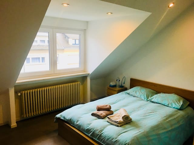 Comfortable room near train station & city center