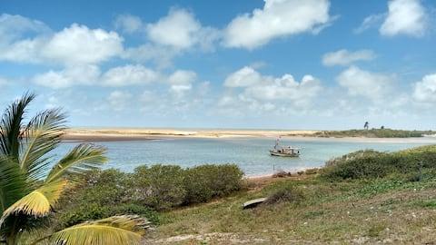 Suíte térrea em Urussuquara: lazer em rio e mar