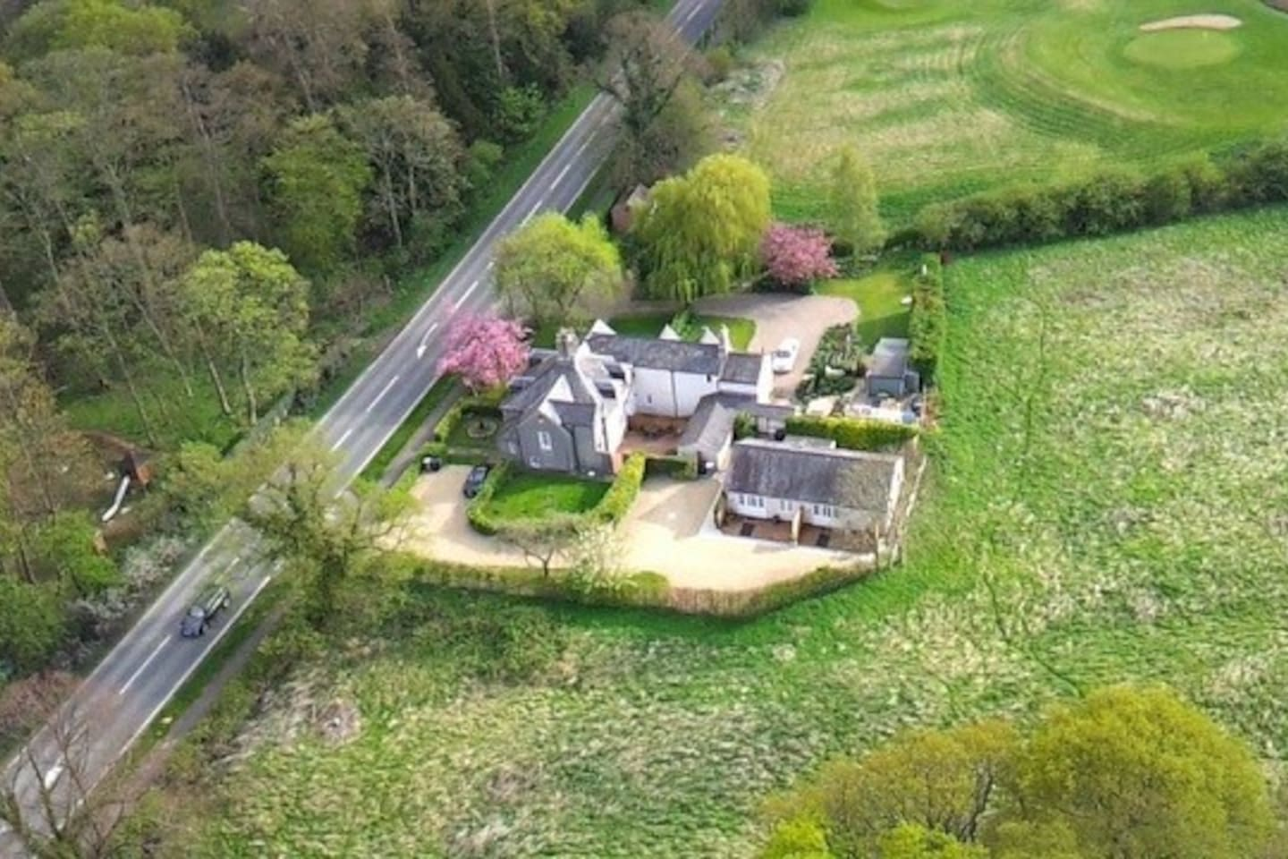 You'll find Waterloo Studios at the rear of Waterloo Cottages.  This should help with finding our location.  Check out the rural setting ... yet just a short walk to Golf, 5 Restaurants, Shopping and Leisure.