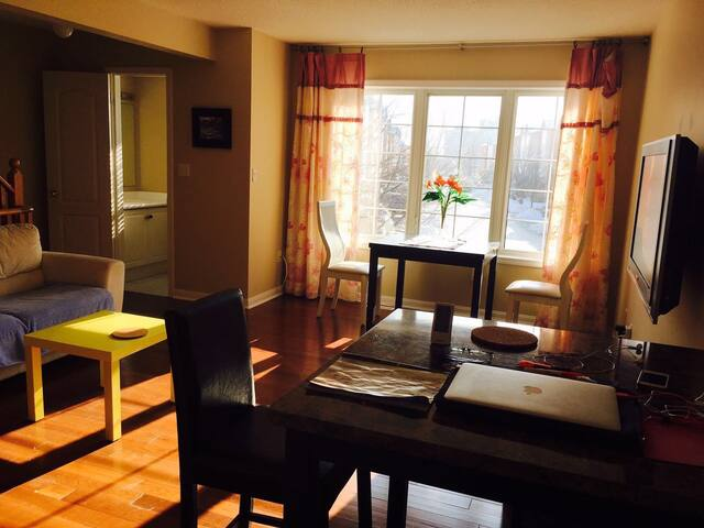 Spacious, sunny private master bedroom - Mississauga - Talo