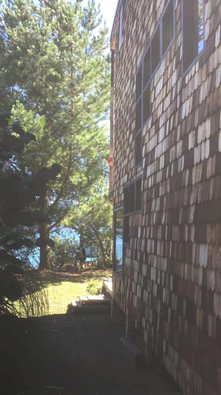 Amplia y cómoda  casa a orilla de lago