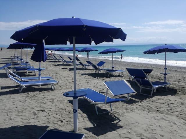 MARE Calabria 150 m lungomare 14 km aeroporto