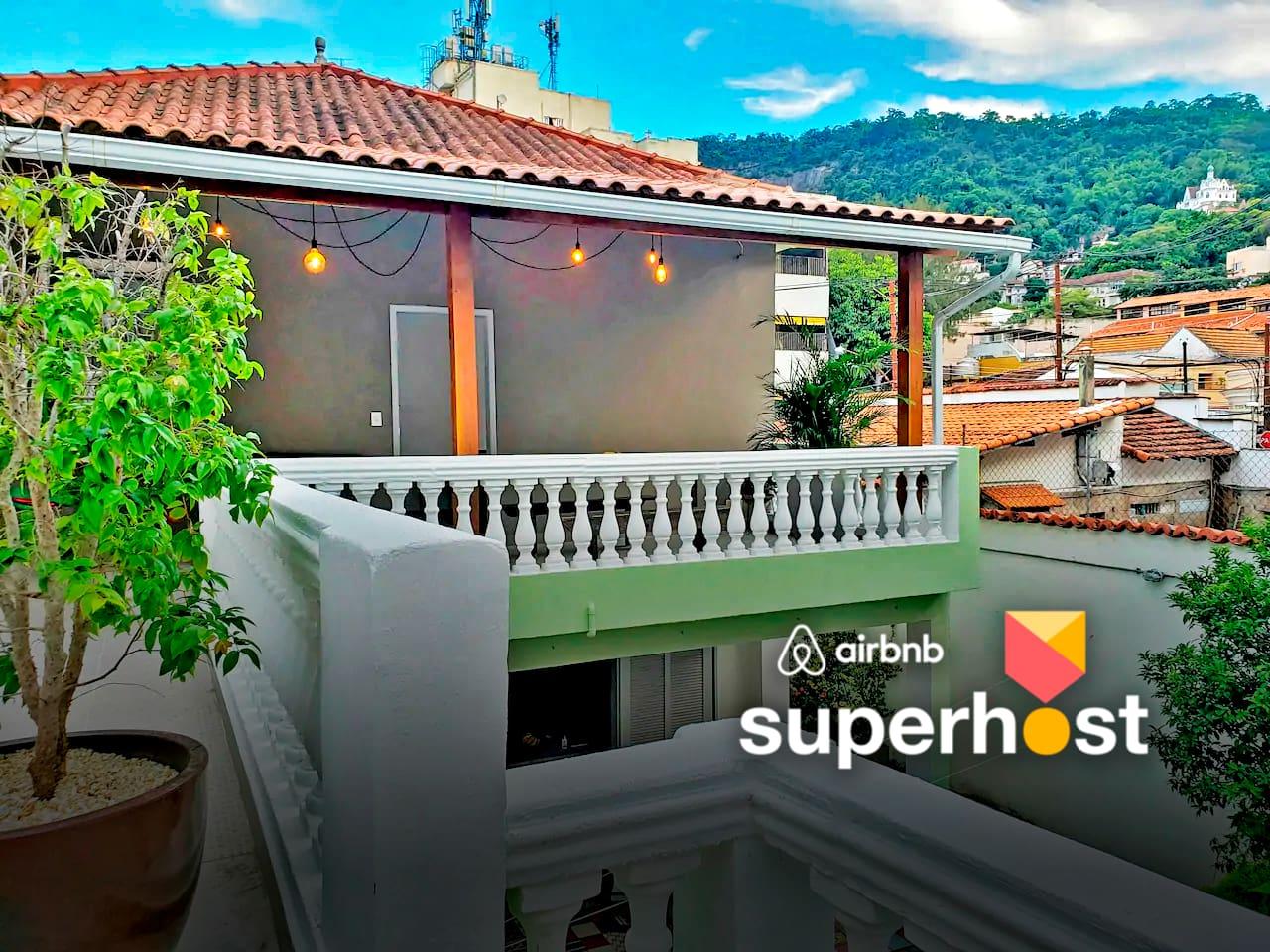 Ótima localização em Santa Teresa – um bairro histórico com muito verde que está a 100 metros do nível do mar.