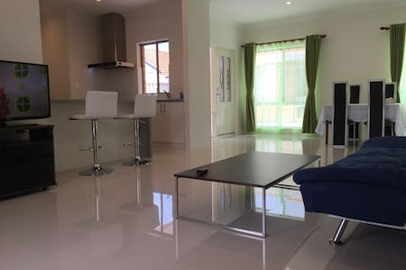 2 Bedroom Holiday Unit-B1 - Bateman