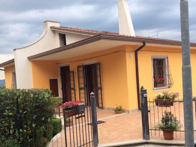 Panoramica villetta in campagna - Mirabella Eclano - Casa de camp