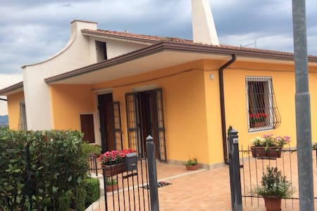 Panoramica villetta in campagna - Mirabella Eclano - Vila