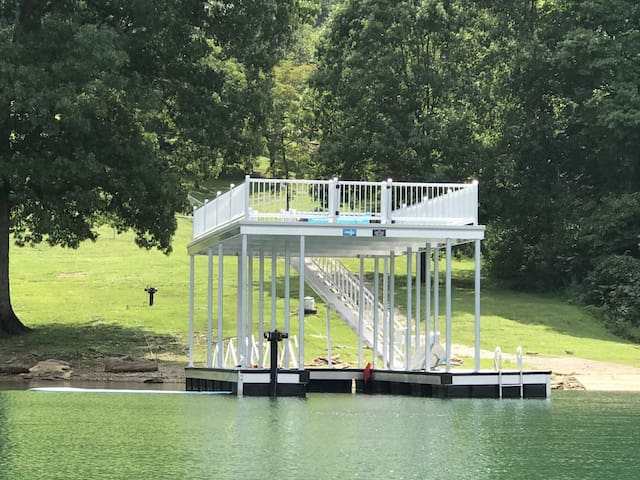 Serenity Cove-3BR Lakefront w/Private Dock, Pool Table, Pet Friendly