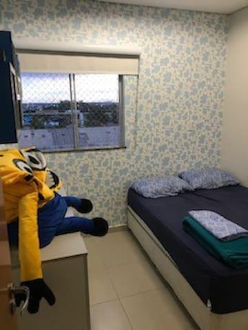 Quarto em apartamento- Condomínio Torres de Itália
