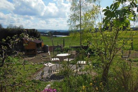 chambre ds maison/ jardin Parc du Pilat 1h de Lyon - Jonzieux - ゲストハウス