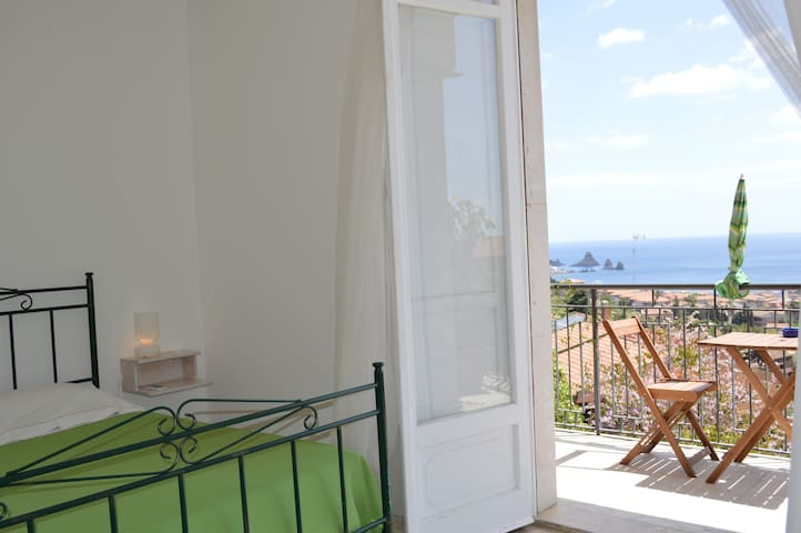 "Romantic ""Castello"" Room 