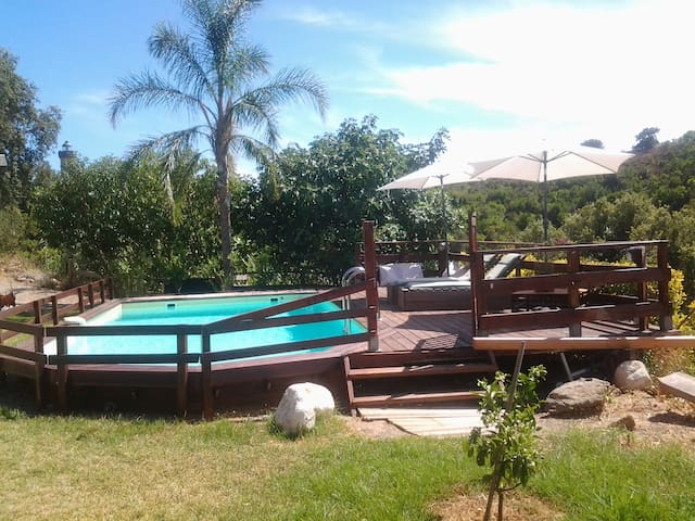 Chalet tout confort avec piscine alistro chalets for Chalet a louer avec piscine
