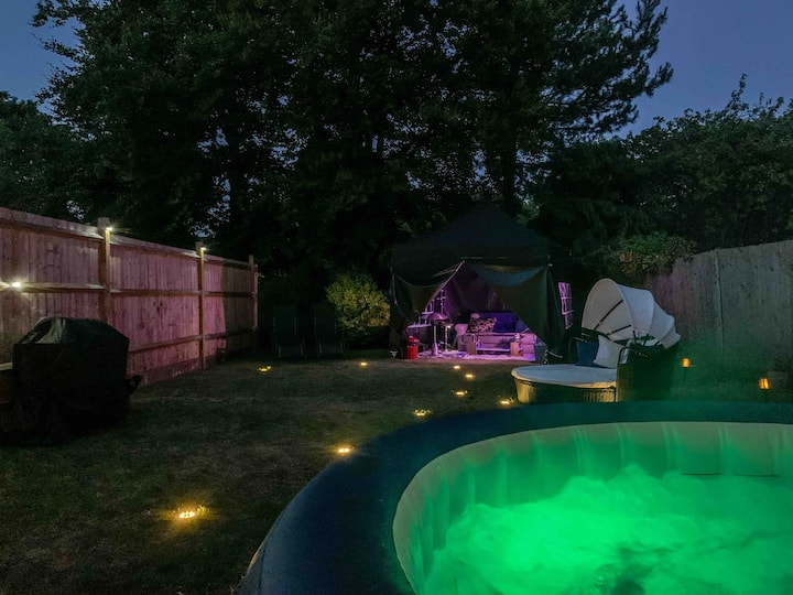 Lux studio private garden jacuzzi outdoor lounge