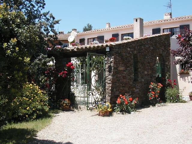 Beau Studio au pied du village médiéval de Grimaud - Cogolin - Talo