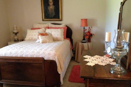 The Orange Room at The Moran Inn